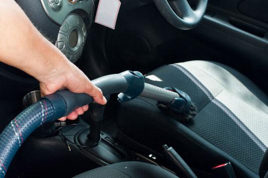En Rocha dejarán tu coche como nuevo con el lavado interior y las opciones de lavado exterior, encerado y tapicería