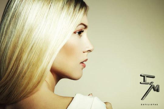 ¡Renueva tu imagen con una completa sesión de peluquería en I'm Estilistas! Con corte y opción a mechas, color y acabado de Oro Fluido de Argán para aportar salud y brillo extra a tu melena