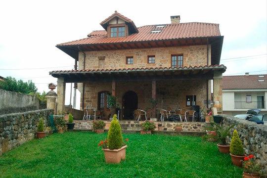 Escápate a Cantabria con una noche de alojamiento en la posada Hidalgo con desayuno y a elegir entre comida o cena ¡Una romántica escapada para dos!
