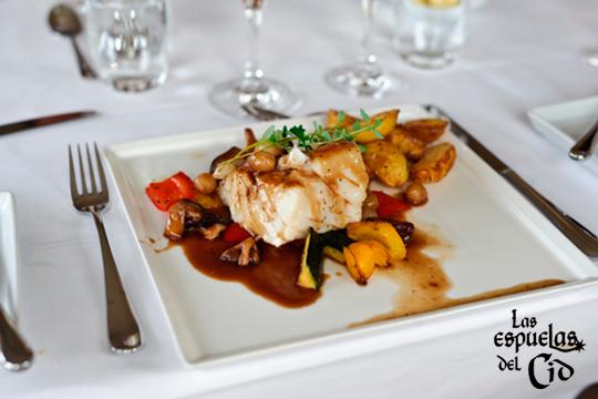 Menú del día con primero, segundo, postre y bebida en el restaurante Las Espuelas del Cid ¡Amplia variedad de platos para elegir!