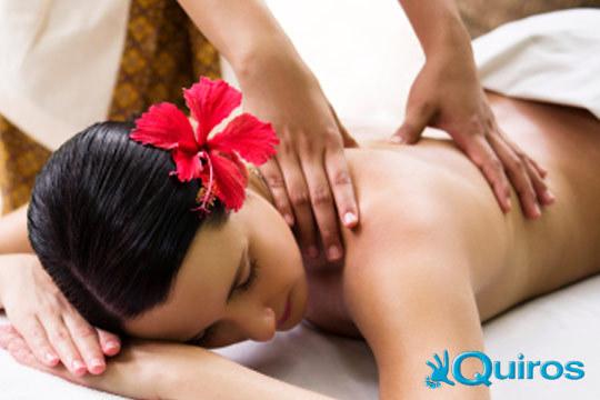 Siente como el relax invade tu cuerpo y mente con un masaje Lomi-Lomi de 50 minutos o pon a punto tu cuerpo con un masaje descontracturante de 45 minutos en Quiros