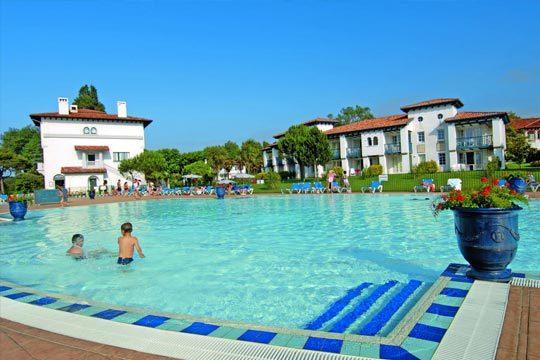 Pasa unos días estupendos con vistas al mar, disfruta de la piscina  y muchas opciones de ocio ¡Estarás junto a un precioso parque de 12 hectáreas!