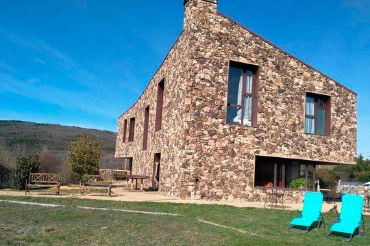 Descubre Soria y sus alrededores con la estancia de dos noches con desayuno en el hotel rural Sestiles ¡En la Sierra de La Carcaña!