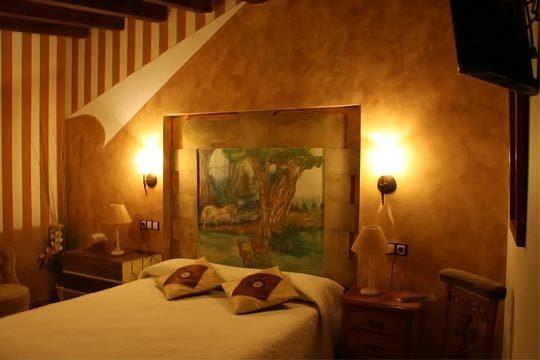 Disfruta de una noche inolvidable en Suances gracias a la Posada El Valle Anexo: desayuno, detalle de bienvenida, opción a suite y masaje... ¡Una escapada relajante!
