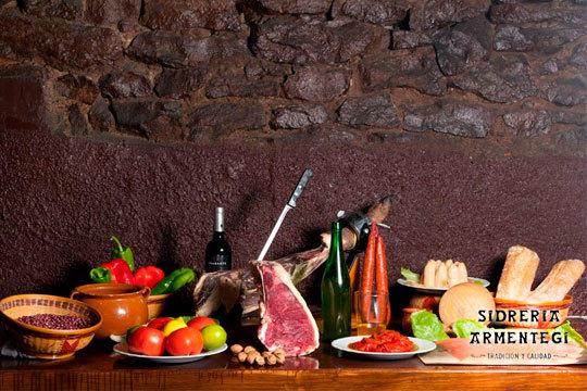 Alubiada con todos sus sacramentos con postre y bebida en la Sidreria Armentegui ¡El sabor de la tradición!