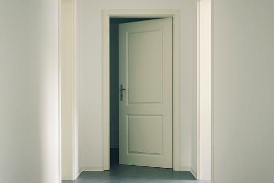 Dale un toque diferente y moderno a tu casa con el lacado o barnizado de puertas  ¡No hace falta que las cambies, solo renuévalas!