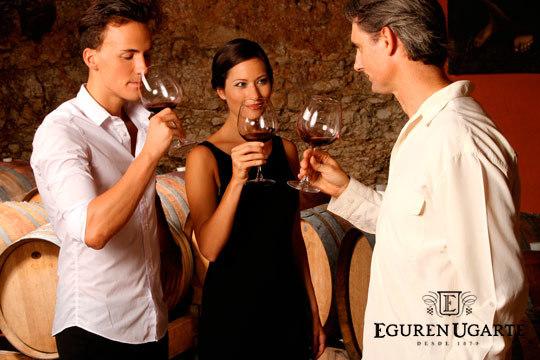 Disfruta del sabor del mejor vino en la Enoteca Eguren Ugarte con una cata privada acompañada de exquisitos chocolates gourmet ¡Para 2 personas!