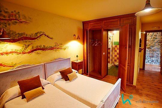 1 o 2 noches con desayunos en la Posada Ochohermanas de Cantabria y entrada al Poblado Cántabro de Argüeso ¡Con opción a suite con jacuzzi!