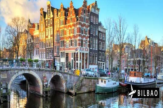 Ámsterdam en mayo: Vuelo desde Bilbao + 3 noches con desayunos