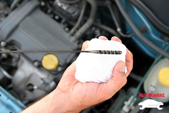 Revisión + cambio de aceite y filtro ¡Con opción de añadir cambio de filtro de aire, gasoil o habitáculo y revisión de frenos!