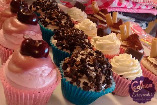 Este San Valentín date un dulce capricho con una caja de 6 cupcakes artesanos o una tarta artesana con forma de corazón ¡No podrás resistirte!