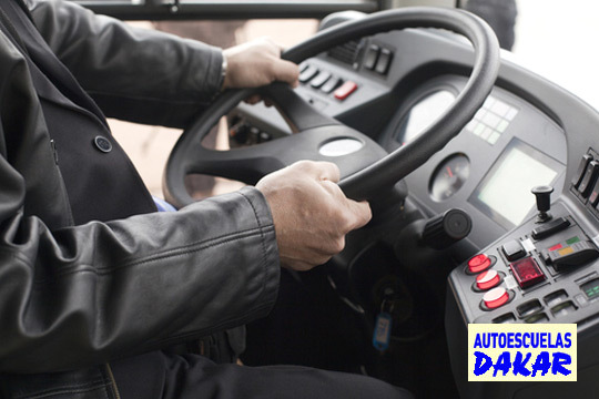 Carné de tráiler, camión o autobús en Autoescuelas Dakar ¡Elige entre el centro de Santurtzi, Portugalete, Leioa y Deusto!
