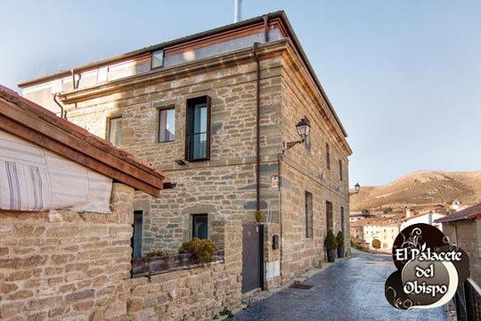 Disfruta de 1 o 2 noches con desayunos + jacuzzi en El Palacete del Obispo ¡Descansa en una casa solariega del siglo XVII!