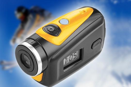 Captura tus mejores azañas sobre la bici, la moto, escalando, surfeando... con la cámara deportiva y acuática Lenco Sportcam 100 HD ¡Graba en alta definición bajo el agua hasta 3 metros de profundidad!