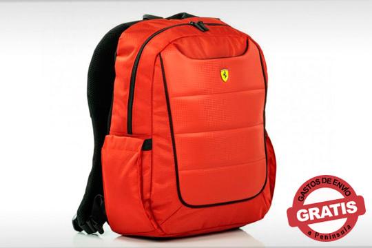 Acierta seguro estas navidades con esta preciosa mochila de la escudería Ferrari ¡En su tradicional color rojo!