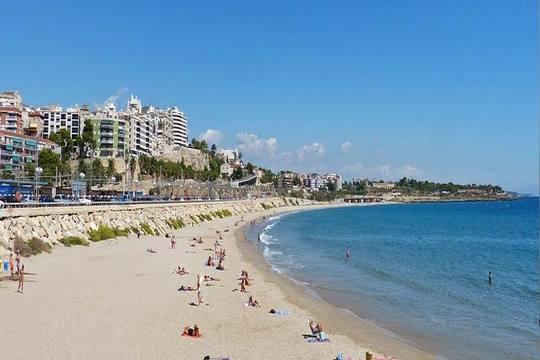 Vacaciones en Salou en julio: 7 noches de hotel en media pensión