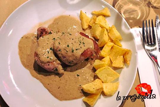 Menú para 2 personas con bebida incluida en el Restaurante La Presumida ¡Degusta tres deliciosos platos en el Casco Medieval!