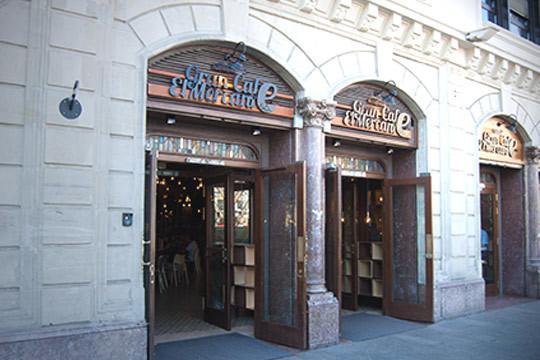 Menú con entrecot o rodaballo salvaje, con postre y bebida en el Gran Café el Mercante