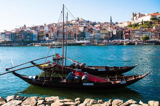Disfruta de 2 a 4 noches con desayunos en Oporto en el hotel Bessa Porto 4* + visita a bodega ¡Y crucero o viaje en Tuk Tuk!