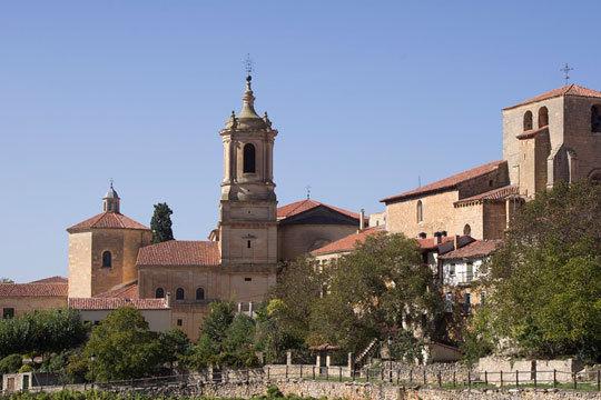 1 o 2 noches con desayunos en el hotel Arco San Juan de Silos en Burgos ¡Escapada a Santo Domingo de Silos!