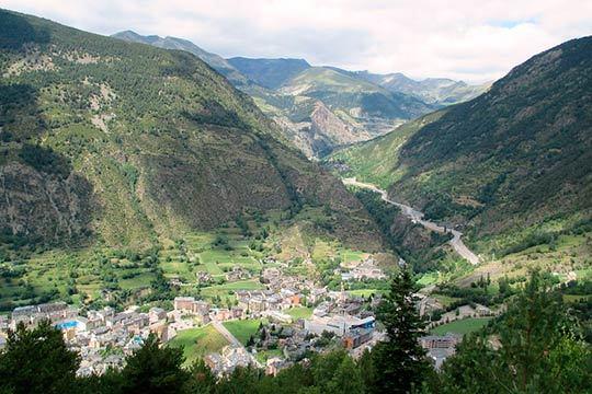 ¡Descubre la belleza del país de los Pirineos este puente de diciembre! 4 noches de hotel con desayunos en Andorra la Vella