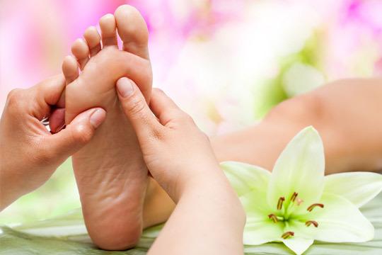 Mejora tu bienestar con una sesión de Reflexología podal de 60 minutos en Eguzkilore Osasun ¡Un lujo para el cuerpo, un placer para los sentidos!