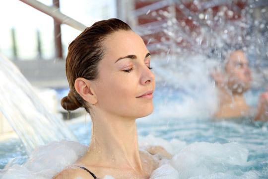 Regálate el más puro relax con un circuito Spa de 1h + Masaje a elegir con aceite caliente o de pies a cabeza en Corporal Concept