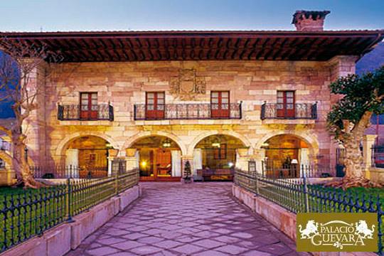 Escapada a hotel con encanto en Cantabria: Noche con desayuno en el Hotel Palacio de Guevara