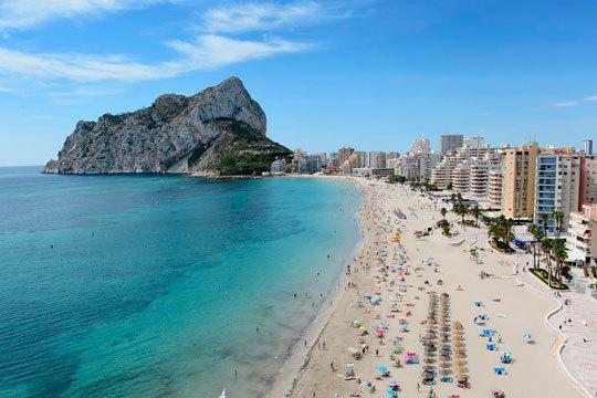 Del 13 al 20 de abril disfruta de la playa en Calpe con una estancia de 7 noches en un apartamento Costa Calpe ¡a 300 m de la playa!