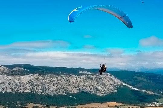 Vive una experiencia inolvidable sobrevolando el cielo en un parapente biplaza ¡Un recuerdo para siempre!