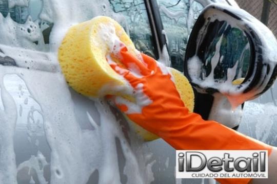 Limpieza exhaustiva del vehículo en iDetail ¡Añade limpieza de tapicería, pulido y encerado para un coche perfecto!