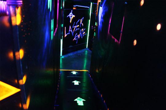 Escóndete por los pasillos, rastrea, apunta, dispara a tu enemigo, conquista los retos... ¡Sube a tope tu adrenalina y rétate a ti mismo en Lasergune!