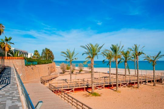 ¡Disfruta de unas vacaciones inolvidables en la Costa de Azahar! Te alojarás 7 noches en el Hotel Bag***, con media pensión incluida