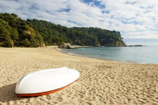 ¡Disfruta de unas vacaciones sin igual en Lloret de Mar! 7 noches de alojamiento en el Hotel Santa Rosa**** con pensión completa para 3 personas