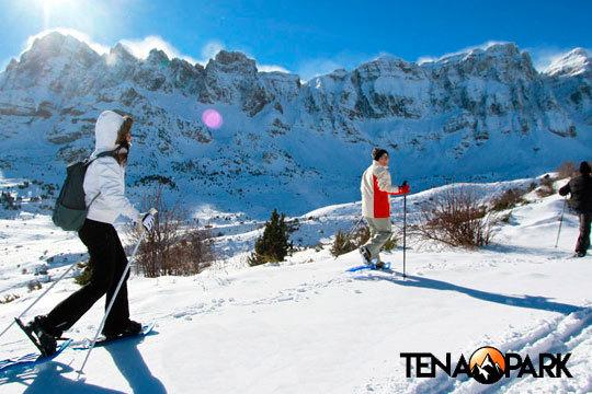 ¡Aventura en el nieve! Ruta de raquetas de nieve + orientación + construcción de iglús con los profesionales de Tena Park