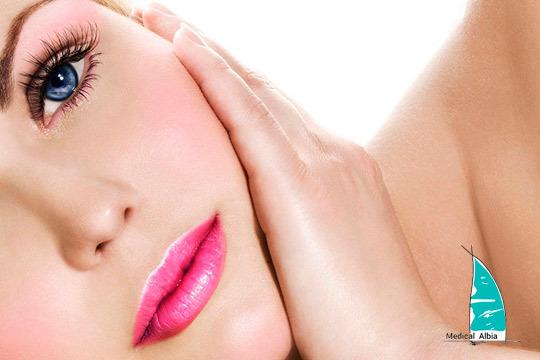 Rejuvenece tu rostro en Medical Albia con un peeling rejuvenecedor + tratamiento LED
