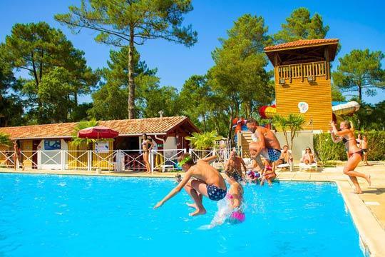 Adelántate al verano y prepara tu estancia de una semana en junio en un bonito mobil home en el Camping Sud Land****, cerca de las playas