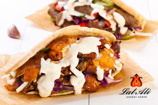 ¡Todos los kebabs que quieras! Disfruta de barra libre de kebabs + 2 raciones de patatas + 2 bebidas en el restaurante Lal Ali
