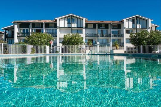 ¡Disfruta de un fin de semana en familia o con los amigos en Las Landas! Te alojarás en la Résidence Mer et Golf Ilbarritz****, ubicada en un entorno sin igual