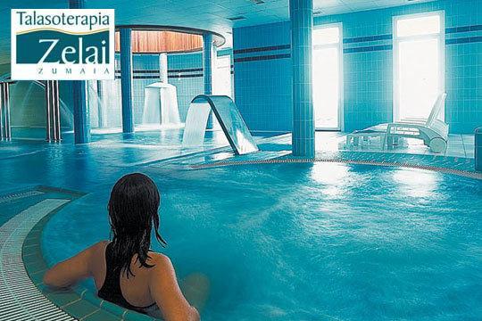 Circuito de 1 hora y 30 minutos en Talasoterapia Zelai con piscina de agua marina con hidrojet, cascada, jacuzzis, terma romana...