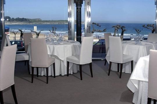 Menú de temporada con postre, bebida y café en el Restaurante Marea alta ¡Come de lujo con vistas a la playa de El Sardinero!