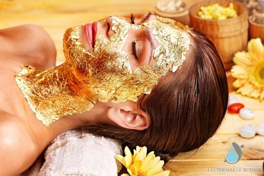 Efecto tensor, iluminador, regenerador, hidratante y antioxidante ¡Una glamurosa sesión facial para que brilles con luz propia!