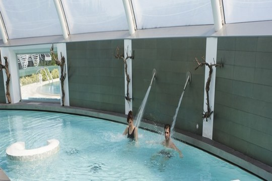 ¡Un oasis de relajación en Laguardia! Circuito hidrotermal para 2 personas o circuito + masaje para 1 persona en Wine Oil Spa