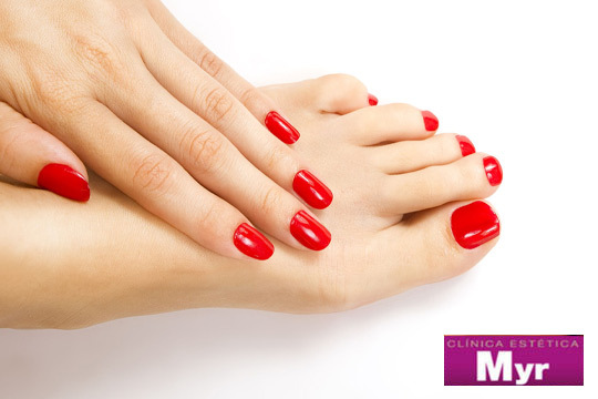 Presume de uñas bonitas con una manicura con esmaltado a color o francesa, exfoliación e hidratación ¡Y con opción a pedicura!