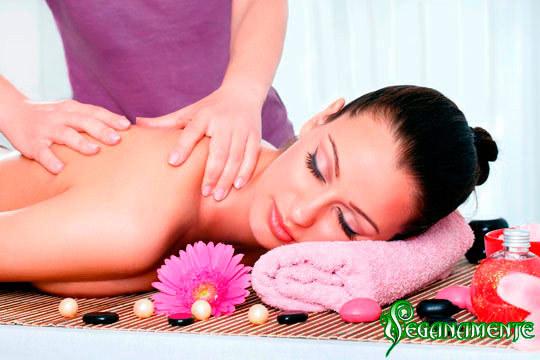Relájate y disminuye las dolencias provocadas por el estrés del día a día con un masaje para piernas cansadas o uno descontracturante ¡Te lo mereces!