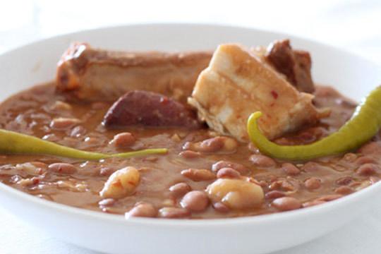 Degusta un completo menú de alubiada en el restaurante New Scala ¡Sabores tradicionales de calidad!