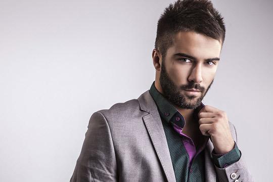 ¡Solo para chicos! Ponte guapo con una terapia de aceites esenciales + corte + peinado y arreglo de barba en Kar Peluqueros