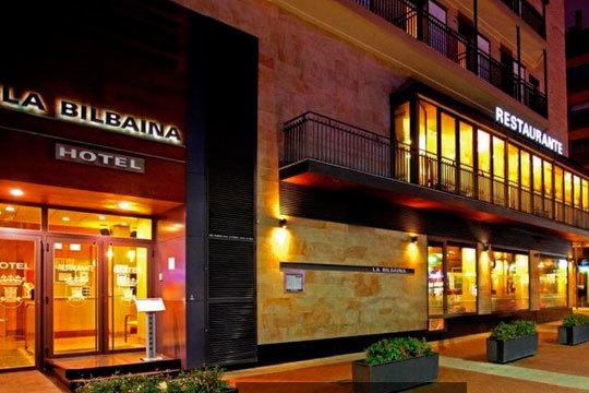 ¡Una merecida escapada en el centro de Vitoria! Noche en habitación doble con desayuno en el hotel La Bilbaína
