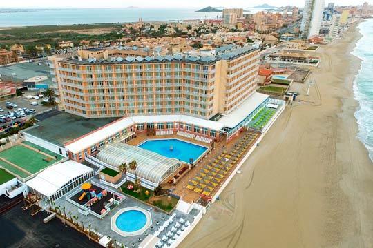Disfruta de las aguas cálidas de Murcia en el mes de septiembre con 7 noches en pensión completa en el hotel Entremares