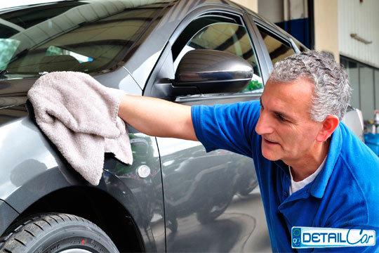 Limpieza interior de coche en Detailcar C.C. Lakua ¡Completa la limpieza con una limpieza exterior y encerado o tapicería!